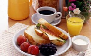 朝食はバスケットお届けなので、ゆっくりテラスで。 また、ブランチにして海に持って行ってもOK!